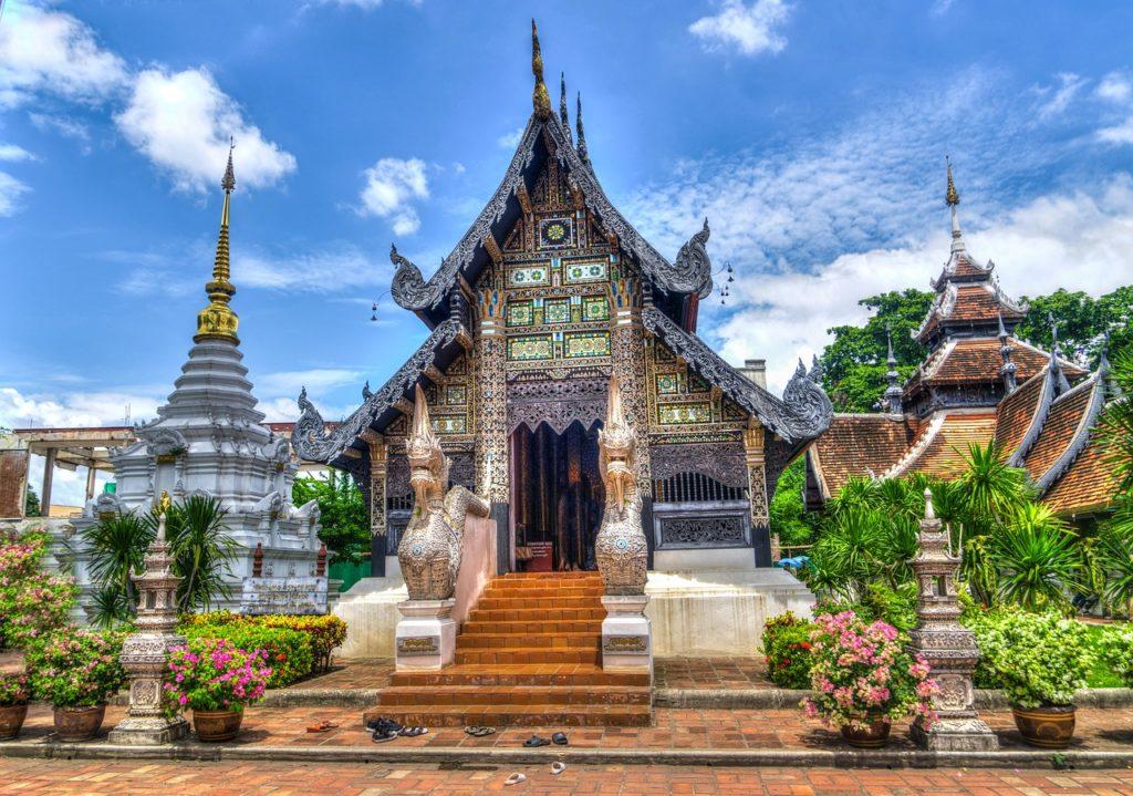 La Thaïlande pour des célébrations entourées de gens souriants